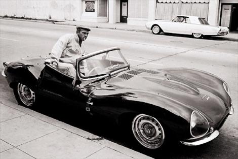 Стив Маккуин (Steve McQueen) со своим Jaguar XKSS Stars & Cars